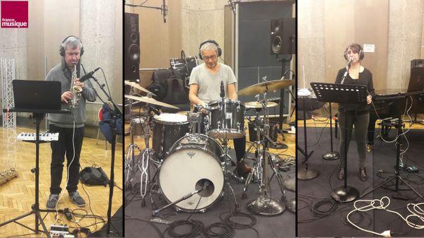 Daniel Palomo-Vinuesa, Nabil Bouteldja et Marie-Catherine Mossé de Missing Waves au studio 107
