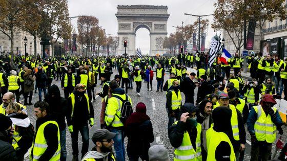 Manifestation des Gilets Jaunes sur les Champs-Elysées