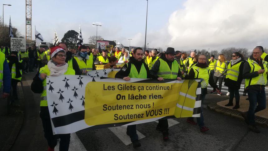 Environ 300 Gilets Jaunes se sont rassemblés sur le parking près du parc des Expositions, à Penvillers