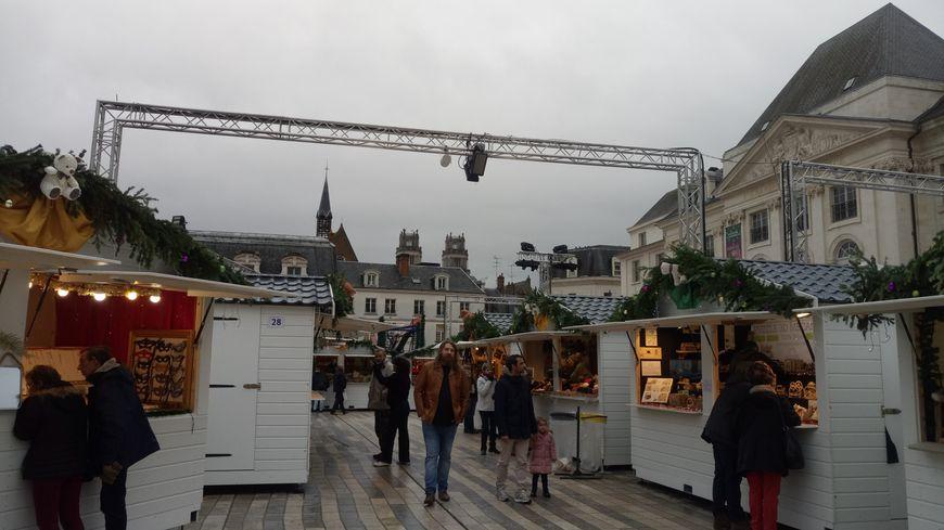 Les allées pas toujours bondées du Marché de Noël d'Orléans