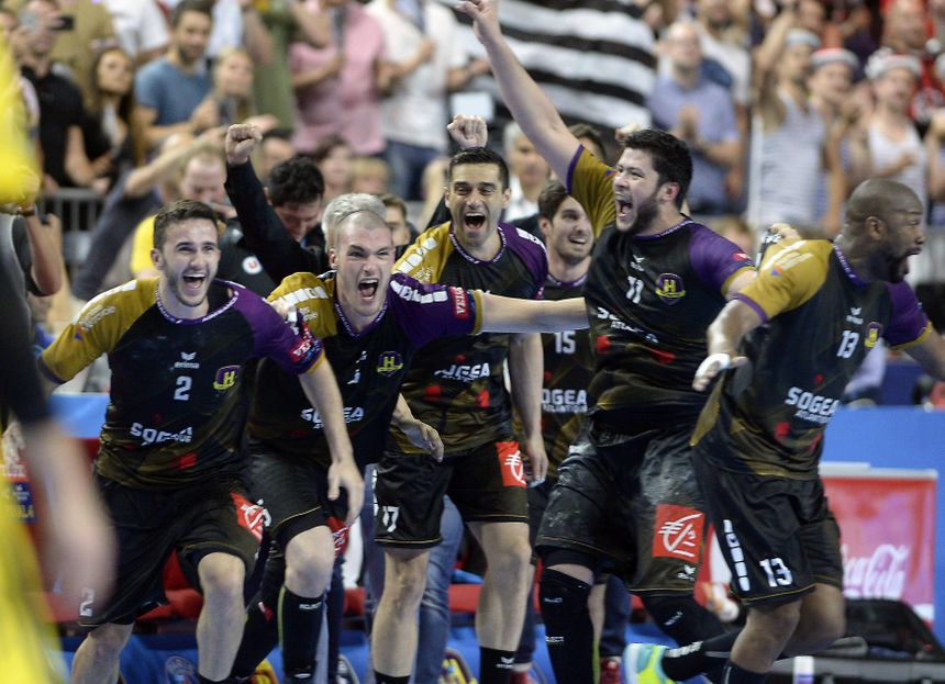 Les handballeurs nantais explosent de joie après leur victoire face au PSG en demi-finale de la Ligue des Champions.
