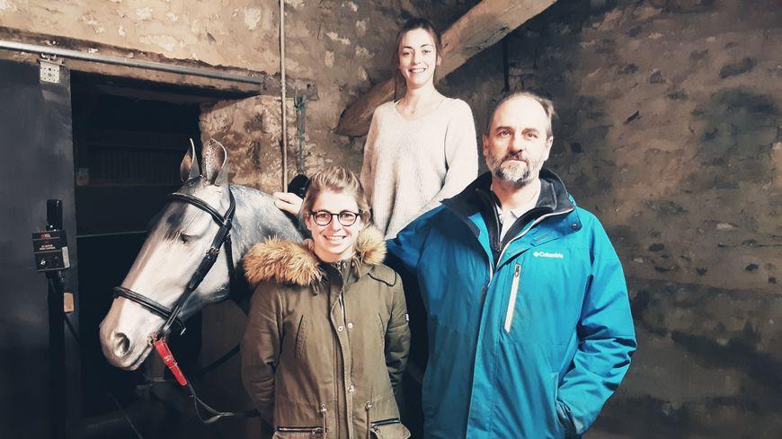 """L'équipe du Simulateur Equestre Français au centre equestre """"Les Ebaudières""""."""