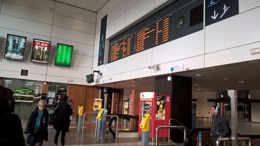 Plusieurs trains ont été supprimés ou remplacés par des bus durant le mois de décembre.