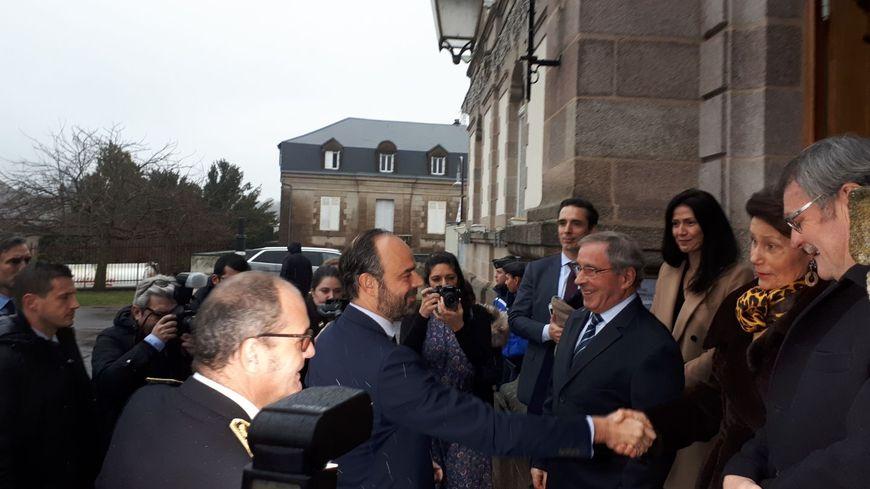 Le Premier Ministre Edouard Philippe est accueilli par Daniel Boisserie, le maire de Saint Yrieix la Perche