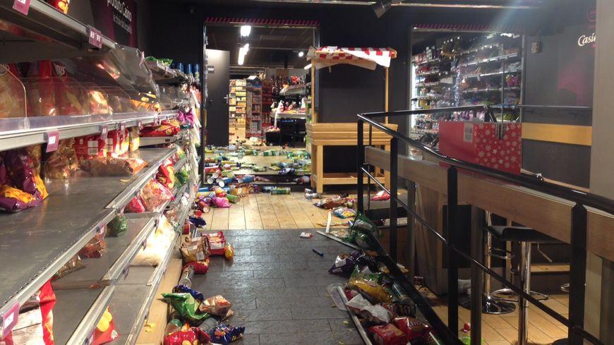 L'intérieur du magasin Casino pillé à Saint-Étienne lors des violences urbaines le samedi 1er décembre 2018
