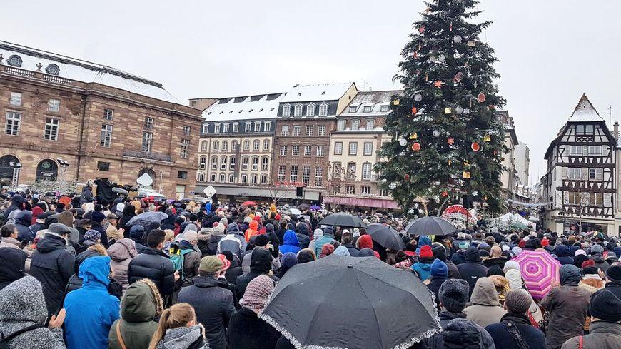 L'hommage citoyens aux victimes des attentats de Strasbourg.