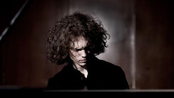 Le pianiste Julien Libeer met en parallèle le concerto pour piano n°27 de Mozart et le concertino dans le style classique de Dinu Lipatti.