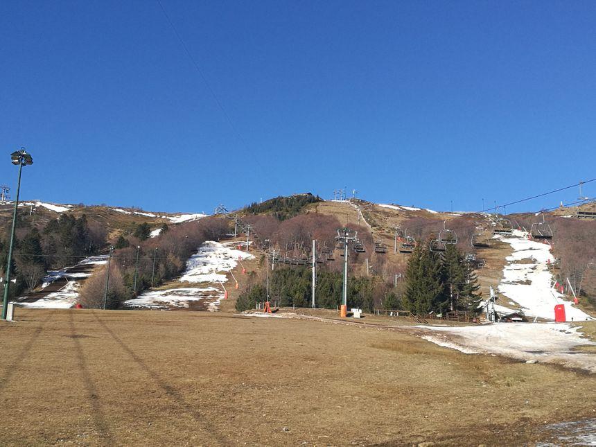 Très peu de neige dans le Sancy