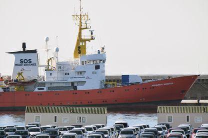 Après 34 mois d'activité  et 30000 personnes secourues, SOS Méditerranée et Médecins sans frontières ont du renoncer à affréter l'Aquarius