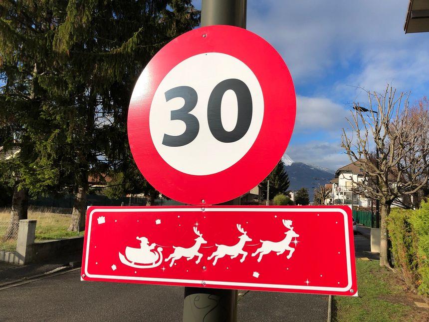 30 km/h dans le centre-ville de Cluses. Même pour le père Noël et son traîneau.