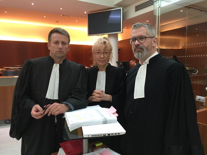 Les avocats de Francis Heaulme, Me Madec, Me Glock et Me Bouthier (de gauche à droite)