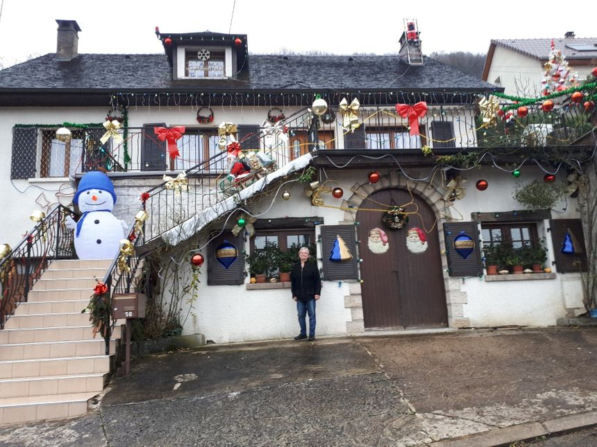 """Même la journée, la """"maison de Noël"""" de Josiane Chiappinelli ne passe pas inaperçue."""