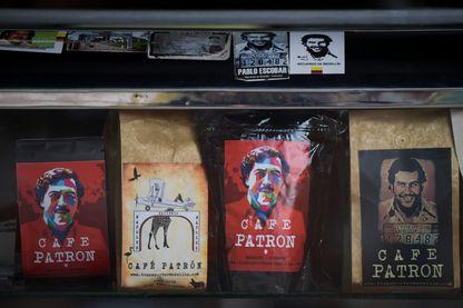 Souvenirs à l'effigie du patron de la drogue Pablo Escobar dans une boutique de Medellin en Colombie (28 novembre 2018)