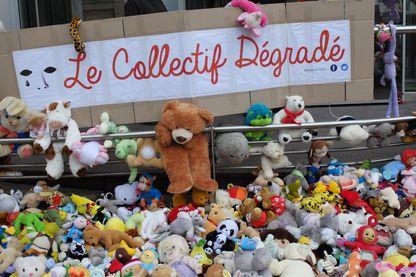 """Action du collectif """"Dégradé"""" devant le Conseil Départemental du Nord, Lille."""