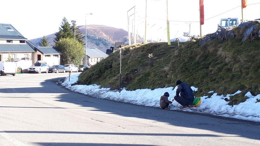 Igor voulait faire découvrir la neige à son fils Michel. C'est raté
