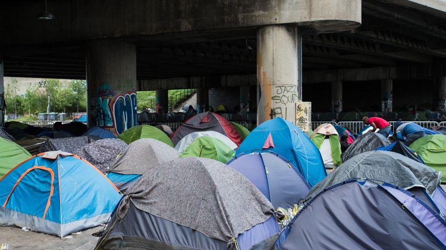Un camp de migrants à Paris.