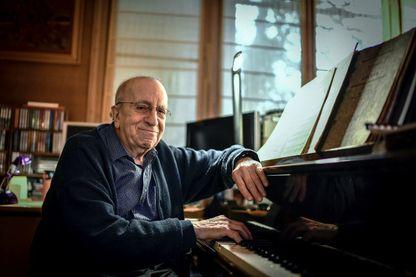Le pianiste et compositeur de jazz Martial Solal, le 28 novembre 2018 dans sa maison de Chatou.