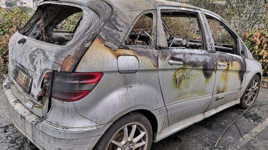 Neuf véhicules ont été incendiés en Indre-et-Loire la nuit de la Saint-Sylvestre. Ici à Joué-les-Tours, rue du maréchal Joffre.