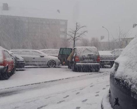 A Dinan, des automobilistes, comme Annie, sont coincés par la météo.