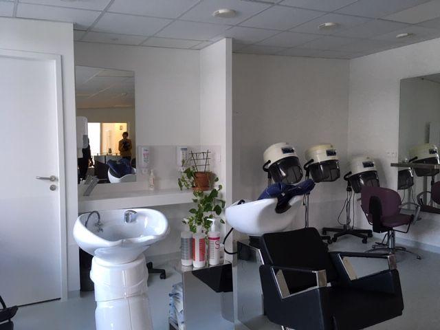 La résidence a désormais un véritable salon de coiffure