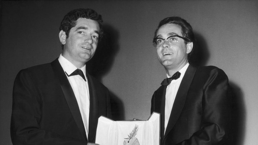 """Jacques Demy et Michel Legrand en 1964 à Cannes. Palme d'Or pour la comédie musicale """"Les Parapluies de Cherbourg""""."""