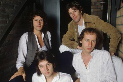 Portrait du groupe de Dire Straits, John Illsley, Pick Withers, Mark Knopfler et David Knopfler, à Amsterdam, Pays-Bas, en 1978.
