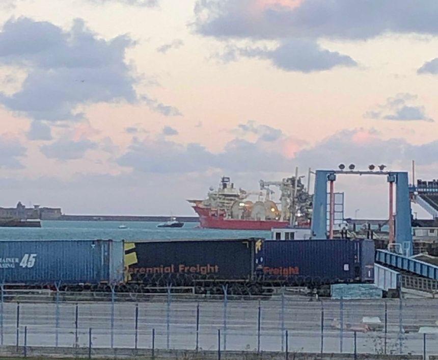 Le câblier Deep Energy a pris la mer pour Brest ce lundi