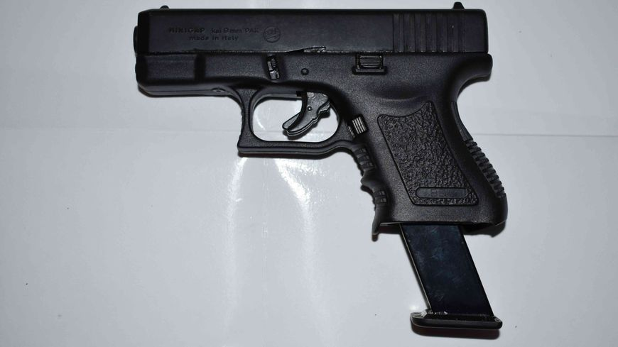 Le pistolet d'alarme utilisé lors du braquage