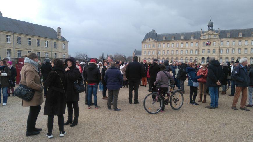 Le rassemblement a eu lieu devant l'hôtel de ville de Caen