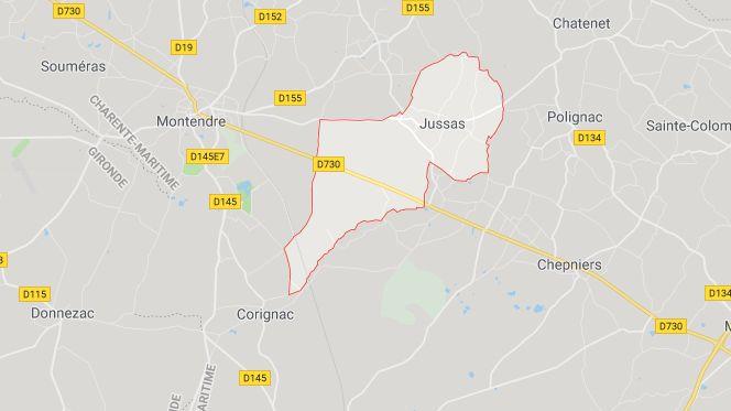 Ce matin, un accident impliquant une camionnette et un car scolaire a eu lieu dans le bourg de Jussas, en Charente Maritime. Aucun blessé n'est à déplorer.