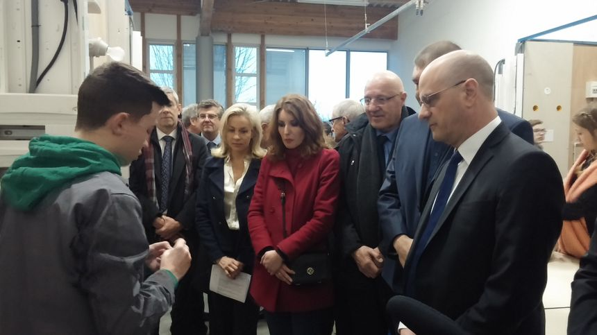 Jean-Michel Blanquer en visite dans les ateliers de formation professionnelle du lycée Maryse Bastié.