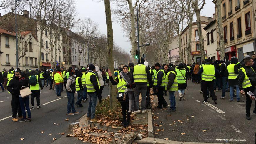 """Manifestation des """"gilets jaunes"""" à Saint-Etienne"""