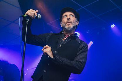 """Jonathan Donahue de """"Mercury Rev"""" sur scène au Brudenell Social Club le 4 octobre 2015 à Leeds, en Angleterre."""