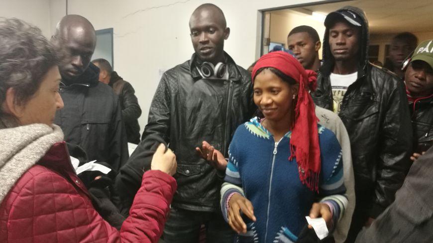 Les bénévoles du collectif Diakite accueillent les réfugiés quai Lesseps à Bayonne