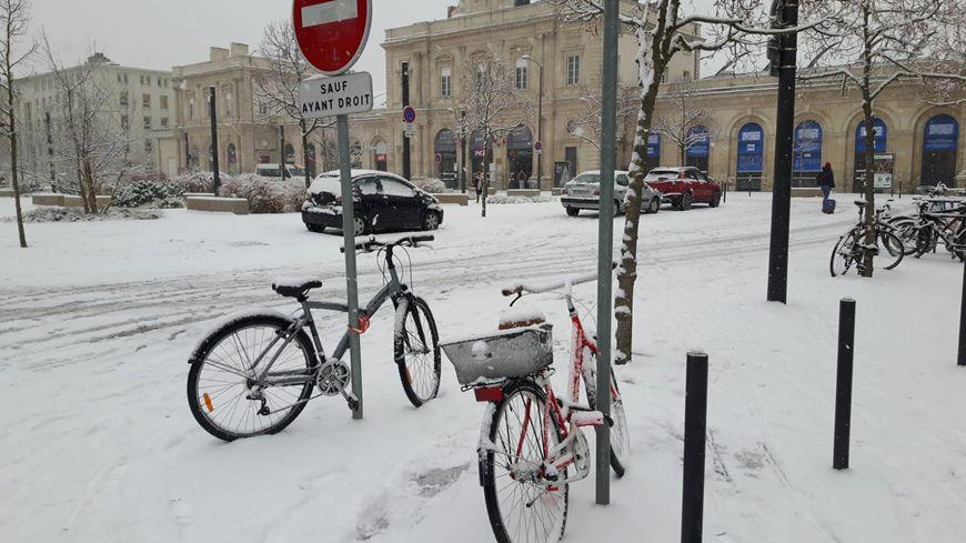 Les fortes chutes de neige avaient perturbé la circulation dans les rues de Reims le 22 janvier 2019.
