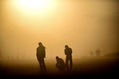 Des réfugiés syriens kurdes à la frontière avec la Turquie fuient les djihadistes de l'Etat Islamique, en septembre 2014.