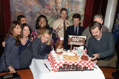 Amy Poehler et toute l'équipe de Parks and Rec' fêtent le tournage du 100è épisode de cette série qui en compte 125 au total