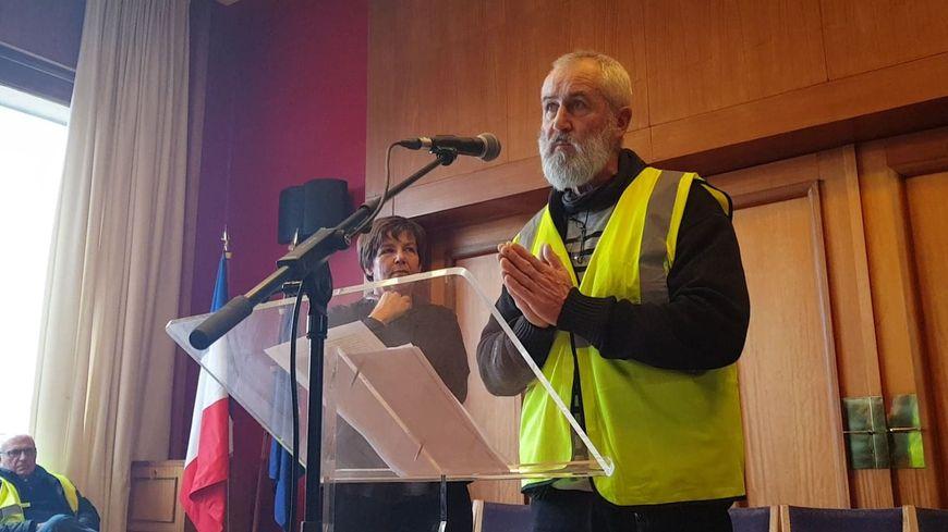 Les gilets jaunes se sont invités à la cérémonie des voeux du maire de Saint-Lô