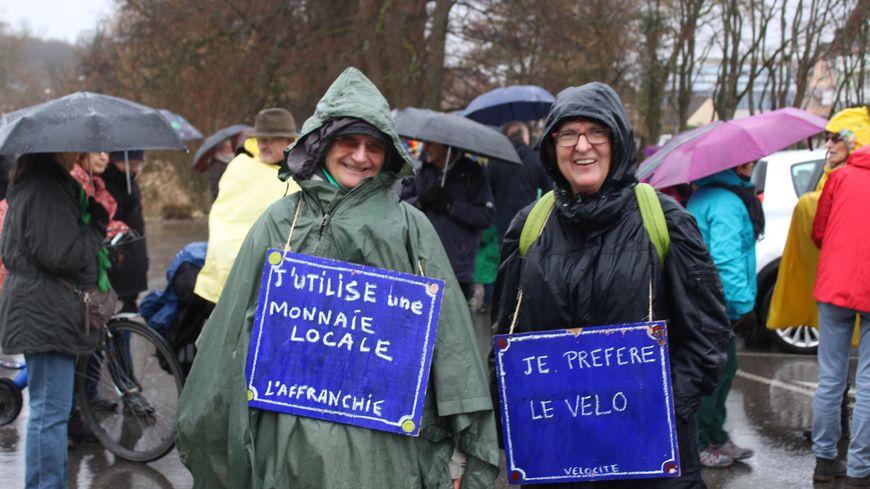 Une centaine de personnes a marché pour le climat sous la pluie à Belfort