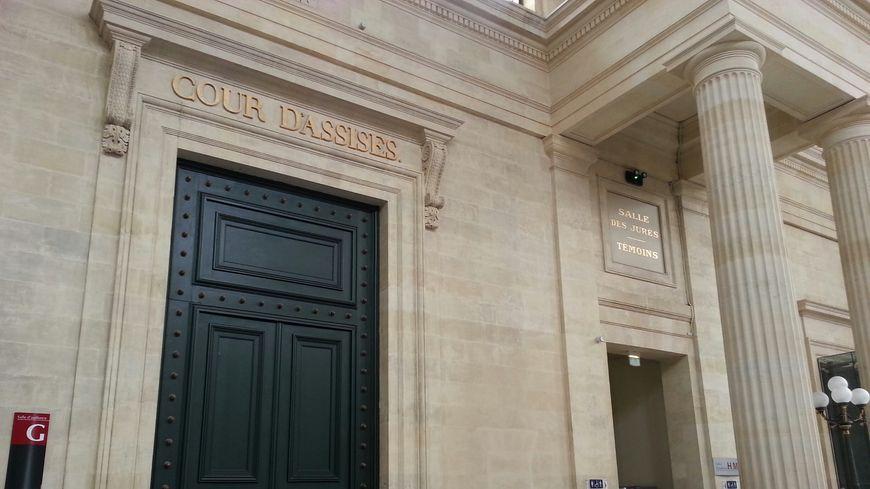 L'entrée de la cour d'assises de la Gironde, à Bordeaux.