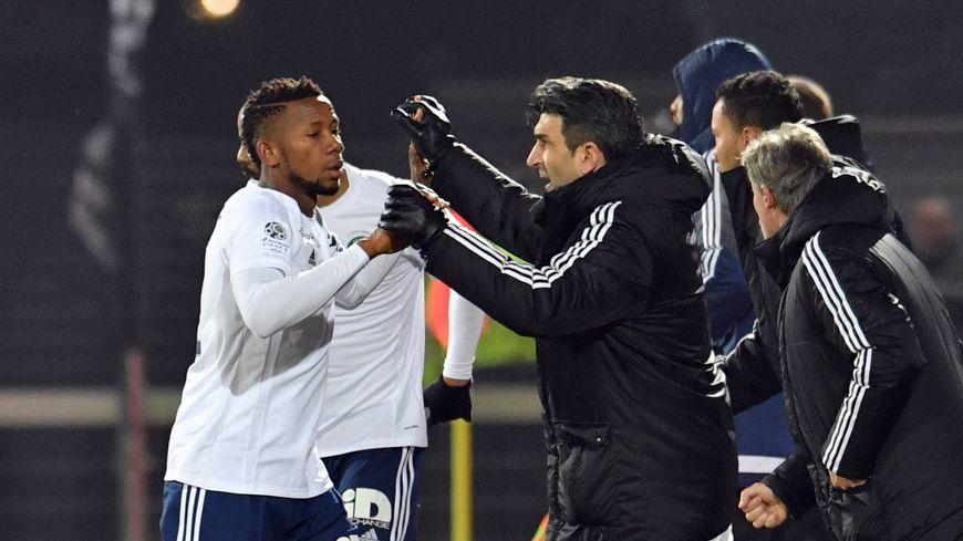 L'attaquant Sekou Keita (ici sous le maillot du Red Star, aux côtés de Manu Pirès, en février 2017 à Le Basser) sera titulaire contre Drancy.