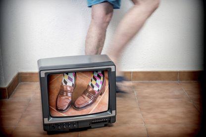 Chiffres du CSA à l'appui, Sonia Devillers pointe l'écart qu'il y a entre ce qu'on voit à la télévision et la réalité de ceux qui la regardent.