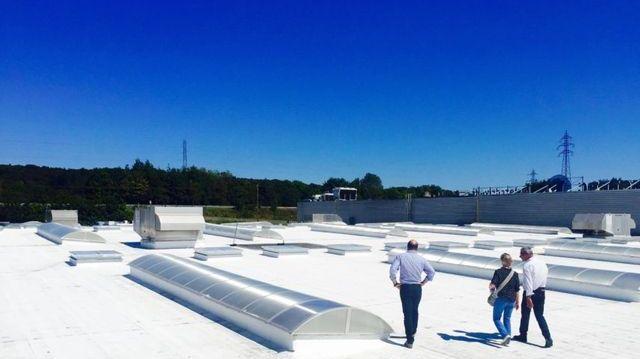 Cool Roof a testé sa peinture blanche sur le toit du centre Leclerc à Quimper