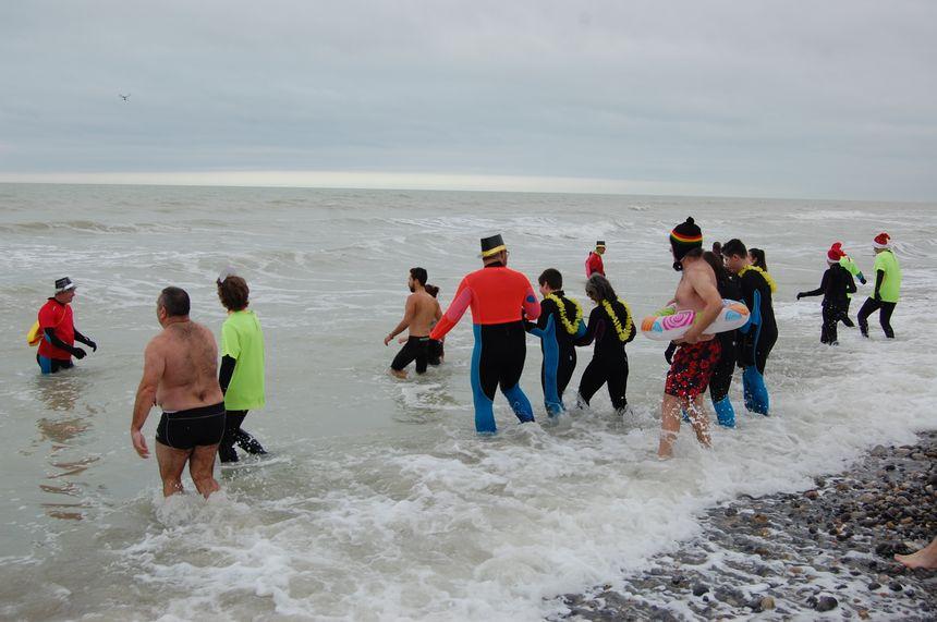 Trente courageux dans une eau à 8 degrés ce 1er janvier 2019