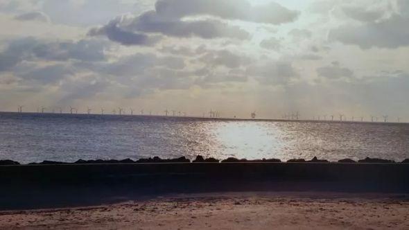 L'un des photomontages présentés par le promoteur du projet de centrale éolienne offshore.