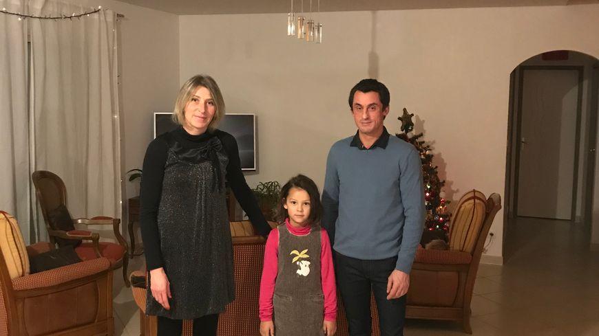 Isabelle, son compagnon Stéphane et leur fille Luisa, ont fêté le Nouvel An dans leur maison de Gan, six mois après les inondations