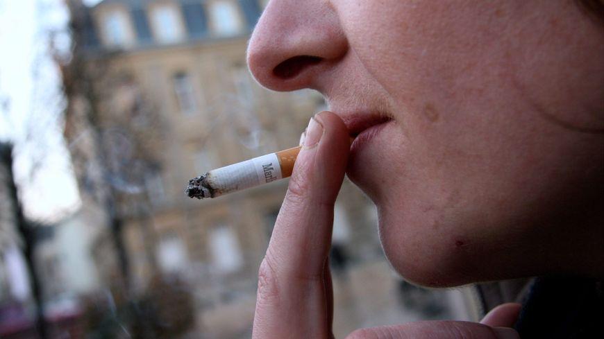 Un Francilien sur quatre et une Francilienne sur cinq fument tous les jours.