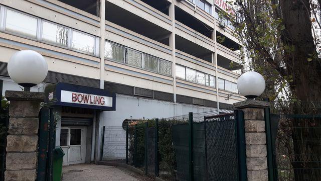 L'entrée du bowling, porte de la Chapelle, à Paris