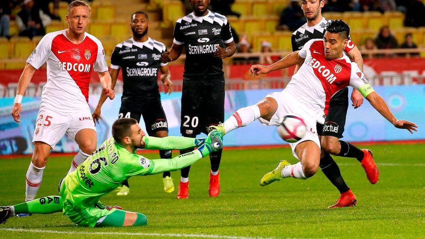 Le gardien guingampais Marc-Aurèle Caillard, ici à Monaco en championnat, s'est révélé en coupe de la Ligue