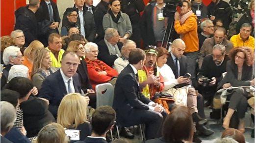 Thierry, le gilet jaune portant un bandana, est l'un des premiers gilets jaunes à avoir échangé avec Emmanuel Macron.